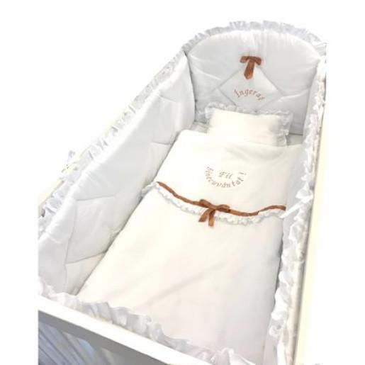 Lenjerie de pat brodata pentru bebelusi, cu aparatori laterale alb