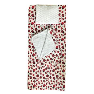 Set 3 piese de iarna paturica cu cearsaf si pernuta pentru pat 120x60 cm Deseda Buburuze rosu\negru