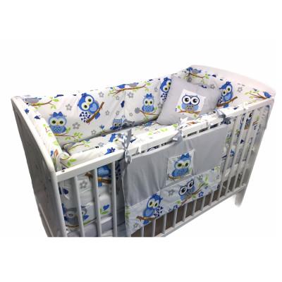 Lenjerie de pat bebelusi cu aparatori laterale pufoase si buzunar Deseda Bufnite albastre
