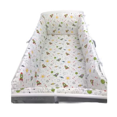 Lenjerie de pat bebelusi cu aparatori laterale pufoase Deseda Aventura în spațiu
