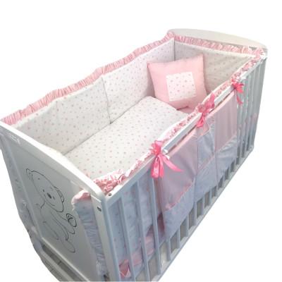 Lenjerie de pat bebelusi cu aparatori laterale pufoase cu Volanas si buzunar Deseda Steluțe roz pe alb