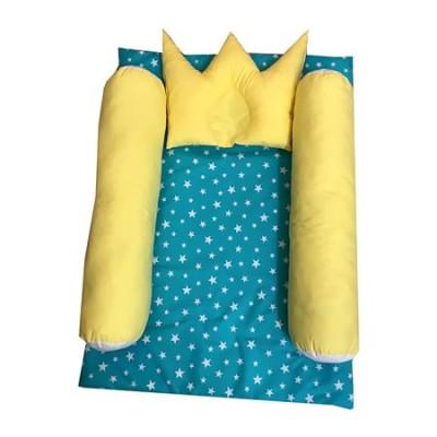 Salteluta cu cilindri de pozitionare si perna de formarea capului bebelusului Deseda Turquise cu galben