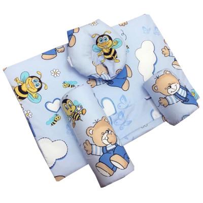 ursi cu hainute pe albastru