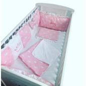 Lenjerie Personalizata cu aparatori din 7 pernute pufoase, perna paturica si cearsaf cu volan Deseda Coronițe roz