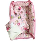 Reductor Bebe Bed Nest cu paturica si pernuta antiplagiocefalie Deseda Ursi cu albine pe roz